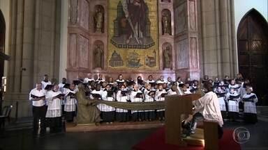 Arcebispo de São Paulo, Dom Odilo Scherer celebra missa do Galo na Catedral da Sé - Conheça um dos cinco maiores templos góticos do mundo, a Catedral da Sé. Veja a programação das missas do galo em diversas paróquias de São Paulo.