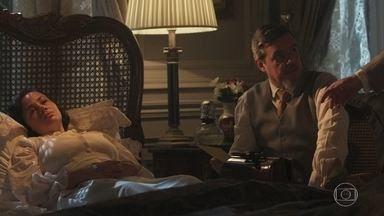 Isolina anuncia que Odete está agitada e convoca Reinaldo - O médico fala com Conselheiro sobre o estado clínico de Odete