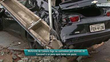 Carro de luxo derruba poste em Cascavel - O motoristas estava alcoolizado quando causou o acidente.