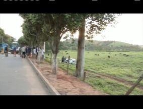 Homem morre em acidente na BR-116 em Alpercata - Polícia suspeita que todos o integrantes estavam sem o cinto de segurança.