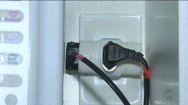 Reportagem dá dicas para evitar choque elétrico - Qualquer deslize pode trazer prejuízos.