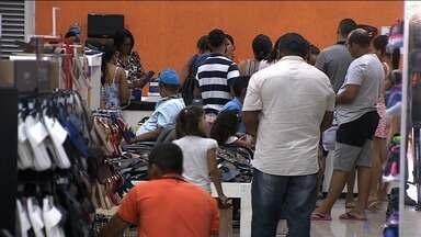 Nesta terça-feira o comércio ficou movimentado para troca de presentes - Nesta terça-feira o comércio ficou movimentado para troca de presentes.