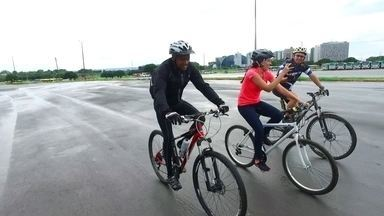 Brasilienses adotam a bicicleta como meio de locomoção - Brasilienses adotam a bicicleta como meio de locomoção.