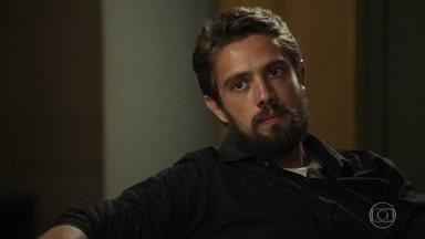 Renato discute com Lívia e promete a Tomaz levá-lo para dormir na casa de Mercedes - Sophia convence a filha a ficar contra o marido