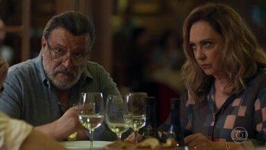 Nádia é obrigada a aceita passar o Ano Novo com Bruno e Raquel - Perua diz que irá preparar um banquete para a comemoração