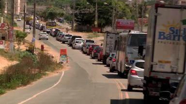 Com a chegada do feriado das festas de final de ano cresce fluxo de veículos nas rodovias - Várias pessoas aproveitam o feriadão para viajar.