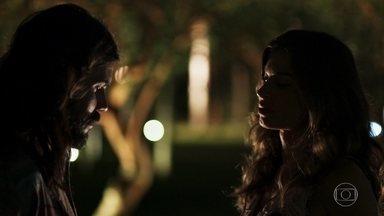 Lívia se encontra com Mariano - Garimpeiro explica que não quer brincar com os sentimentos da filha de Sophia