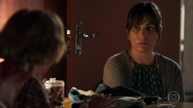 Duda aconselha Caetana a revelar o nome do pai de Helenita - Ela decide contar a verdade para a filha