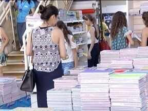 Em busca de economia, consumidores antecipam compra de materiais escolares - Movimento antecipado surpreendeu até quem trabalha no setor.