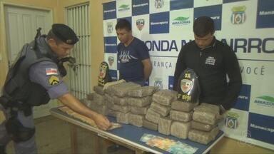Dois homens são presos em Manacapuru ao tentar transportar droga em carro guinchado - Policiais que viram carro ser colocado no guincho, suspeitaram da ação.