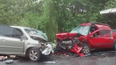Carro de Limeira se envolve em acidente grave no norte de Minas Gerais - Duas pessoas morreram e outras sete ficaram feridas.