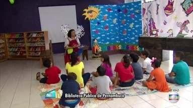 Biblioteca é opção de diversão para as crianças no Centro do Recife - Em frente ao Parque 13 de Maio, local tem diversas opções de diversão.