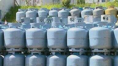Preço do gás de cozinha aumenta 70% nos últimos sete meses - Valor do produto tem sido um verdadeiro vilão para moradores e comerciantes.