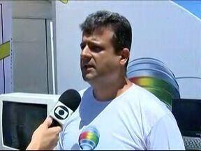 Telespectadores esclarecem dúvidas sobre a TV digital em Santo Anastácio - Sistema analógico deixará de funcionar neste ano.