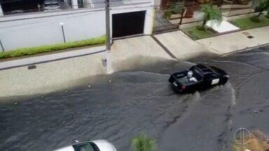 Telespectadores registram ruas alagadas no interior do Rio; confira - Assista a seguir.