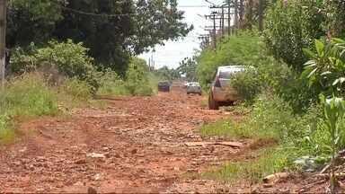 Moradores reclamam das estradas na sitioca Campina Verde - Segundo eles, além dos buracos a chuva provoca muita lama, e a falta de manutenção deixa o local danificado.