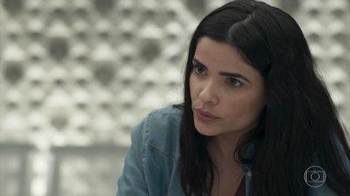 Antônia declara que Júlio amadureceu ao se entregar para a polícia - Prazeres, Elza e Dulcina aguardam notícias do julgamento juntas