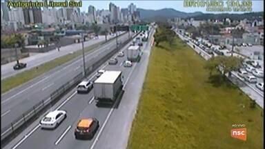 Trânsito deve ser intenso durante o fim de semana nas rodovias catarinenses - Trânsito deve ser intenso durante o fim de semana nas rodovias catarinenses