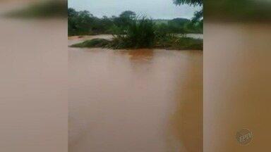Chuva causa estragos e alagamentos nesta sexta-feira (5) em Nuporanga, SP - Enxurrada levou o asfalto de uma ponte na Rua São José, que foi interditada.