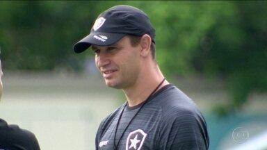 De técnico novo, mas conhecido, Botafogo inicia preparação para temporada 2018 - Felipe Conceição segue no alvinegro e tenta dar continuidade ao bom trabalho de Jairi Ventura