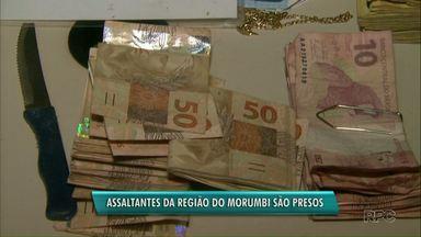 Homens são presos suspeitos de assaltar loja de móveis em Foz do Iguaçu - Crime foi na região do Morumbi, na manhã deste sábado (6).