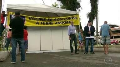 Posto móvel em Nova Iguaçu vacina população em área de febre amarela - Um macaco encontrado morto em Tinguá portava a doença. É importante que todos os moradores que não se vacinaram nos últimos anos tomem a dose.