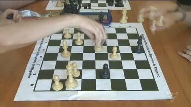 Registro ganha destaque em campeonatos de xadrez estadual - Equipes das categorias masculino sub-21 e feminino trouxeram conquistas para a cidade.