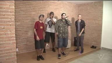 """Grupo 'Nóiz por Nóiz' mistura rap e funk em suas apresentações - Grupo mostrou um pouco de seu trabalho no quadro """"Passando o Som"""" desta semana."""