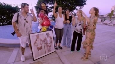 Angélica leva Ivete Sangalo para conhecer Akira Cravo e John Drops - Mariana Ximenes, Cléo Pires e Angélica também se divertem no encontro em Salvador
