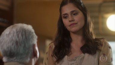 Geraldo e Helena estranham a notícia sobre o casamento de Vicente e Carolina - O dono do empório nota a tristeza de Helena e pergunta o que houve entre ela e Giuseppe