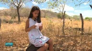 Alunos de escola pública de Água Branca criam livro inspirados pelo Sertão - Estudantes escreveram vários textos, que foram publicados em um livro.
