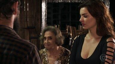 Caetana conta a Patrick e Renato sobre relação de Duda com Laerte - Eles resolvem ir à delegacia