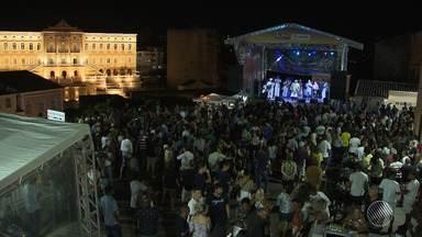 Cantor Gerônimo comanda projeto 'Pagador de Promessa' no Pelourinho - Ensaio com mistura de ritmos tem 12 anos e atrai público para Praça Pedro Archanjo.