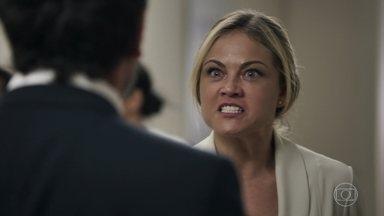 Suzy faz escandâlo no hospital e revela que Samuel é gay - Clara e Renato ficam satisfeitos com o resultado do plano. O psiquiatra fica arrasado