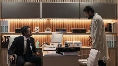 Renato aconselha Samuel a se assumir - Ele ainda diz que o médico não poderá demitir Suzy