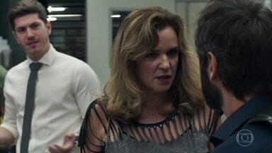 Lorena conta para Vinícius sobre Samuel - Gustavo fica surpreso com a notícia sobre o psiquiatra Samuel
