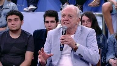 Flávio Ricco dá detalhes de seu livro sobre a história da TV - Obra de dois volumes tem entrevistas com grandes personalidades