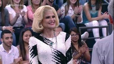 Espetáculo 'Hebe, O Musical' é apresentado no palco do Altas Horas - Débora Reis dá vida a apresentadora no teatro