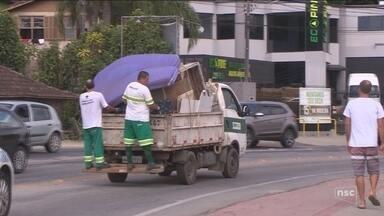 Prefeitura monta força-tarefa para recolher entulhos das ruas de Florianópolis - Prefeitura monta força-tarefa para recolher entulhos das ruas de Florianópolis