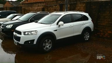 Carro é apreendido em Foz do Iguaçu com mais de R$ 50 mil reais em multas - Veículo tem placas da Argentina.