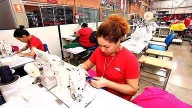 Setor de confecção oferece oportunidades de trabalho em Goiás - Em Goiânia, cursos preparam profissionais que querem atuar por conta própria.