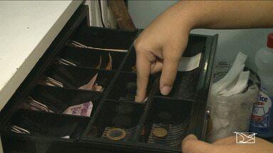Comerciantes sentem dificuldade em passar troco com moedas em São Luís - Prática de juntar moedas em casa, tem causado muita dificuldade pra quem precisa dos centavos para passar troco.