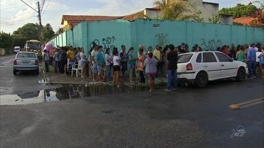 Mães e pais madrugam na fila para garantir matrícula em escola pública no Ceará - Confira mais notícias em G1.globo.com/ce
