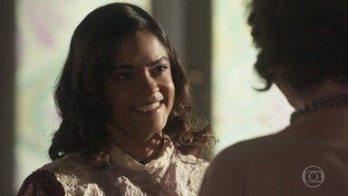 Eunice fica feliz por estar tudo bem com o bêbe - Reinaldo vê Eunice saindo do hospital e se preocupa