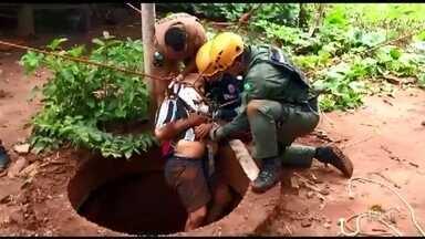 Idoso cai em fossa de dez metros de profundidade em Paranapoema - Ele teve de ser resgatado pelo Corpo de Bombeiros e levado à Santa Casa de Paranavaí.