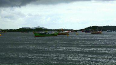 Ilha das Peças é opção de lazer no litoral paranaense - Além das praias, as ilhas do litoral do Paraná também atraem turistas nas férias de verão.