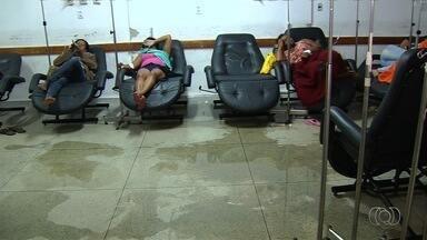 Chuva alaga parte de UPA em Goiânia - Pacientes foram atendidos em salas cheias de poças d'água.