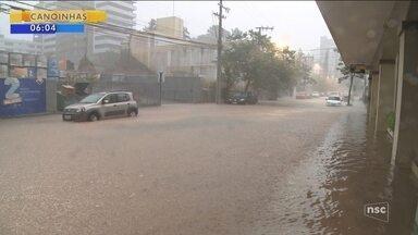 Chuva provoca alagamentos e deixa Blumenau em estado de alerta - Chuva provoca alagamentos e deixa Blumenau em estado de alerta