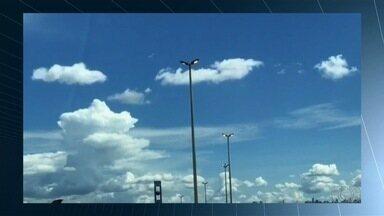 Telespectador flagra luzes de rodovia acesa durante o dia, na GO-080 - Ele afirma que situação de desperdício de energia tem sido frequente na via.