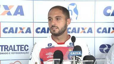 Régis é apresentado oficialmente para mais três anos no Bahia - Confira as notícias do tricolor baiano.